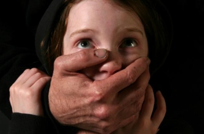 Сексуальные издевательства над несовершенно летними девочками