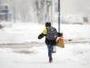 В ВКО из-за метели закрыли дорогу и отменили занятия в некоторых школах